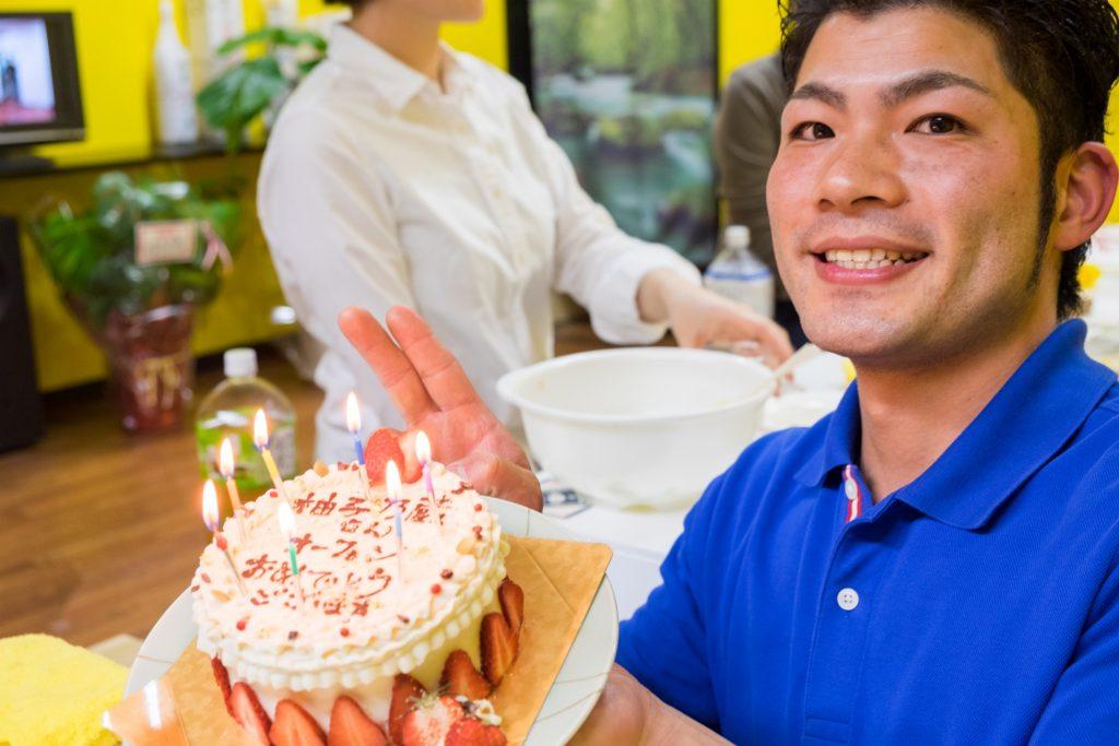 柚子乃蔵オーナー本田富丸さんととぅから家特製ケーキ